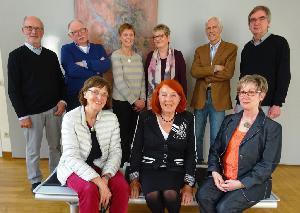 Frisch gewählt (v.l.n.r.) sitzend: Liesel Tertilt, Renate Schulze Versmar, Ursula de Roy, stehend: Bernd Pelkmann, Jürgen Todt, Henrike Dufhues, Annette Isfort, Dr. Reinhard Kahlert, Dr. Elmar Niehoff