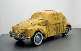 Christo Wrapped Beetle, 1963 (Objekt 2014), Im Besitz des Künstlers,© Christo 2014  Foto: Wolfgang Volz